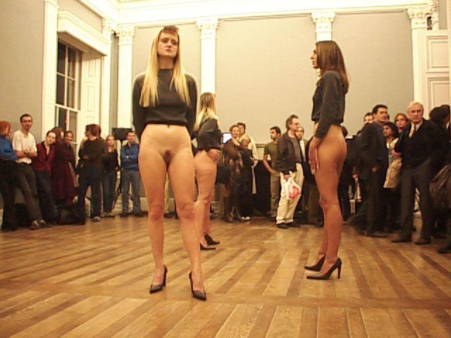 видео голые девушки ходят по подиуму могут быть свеча